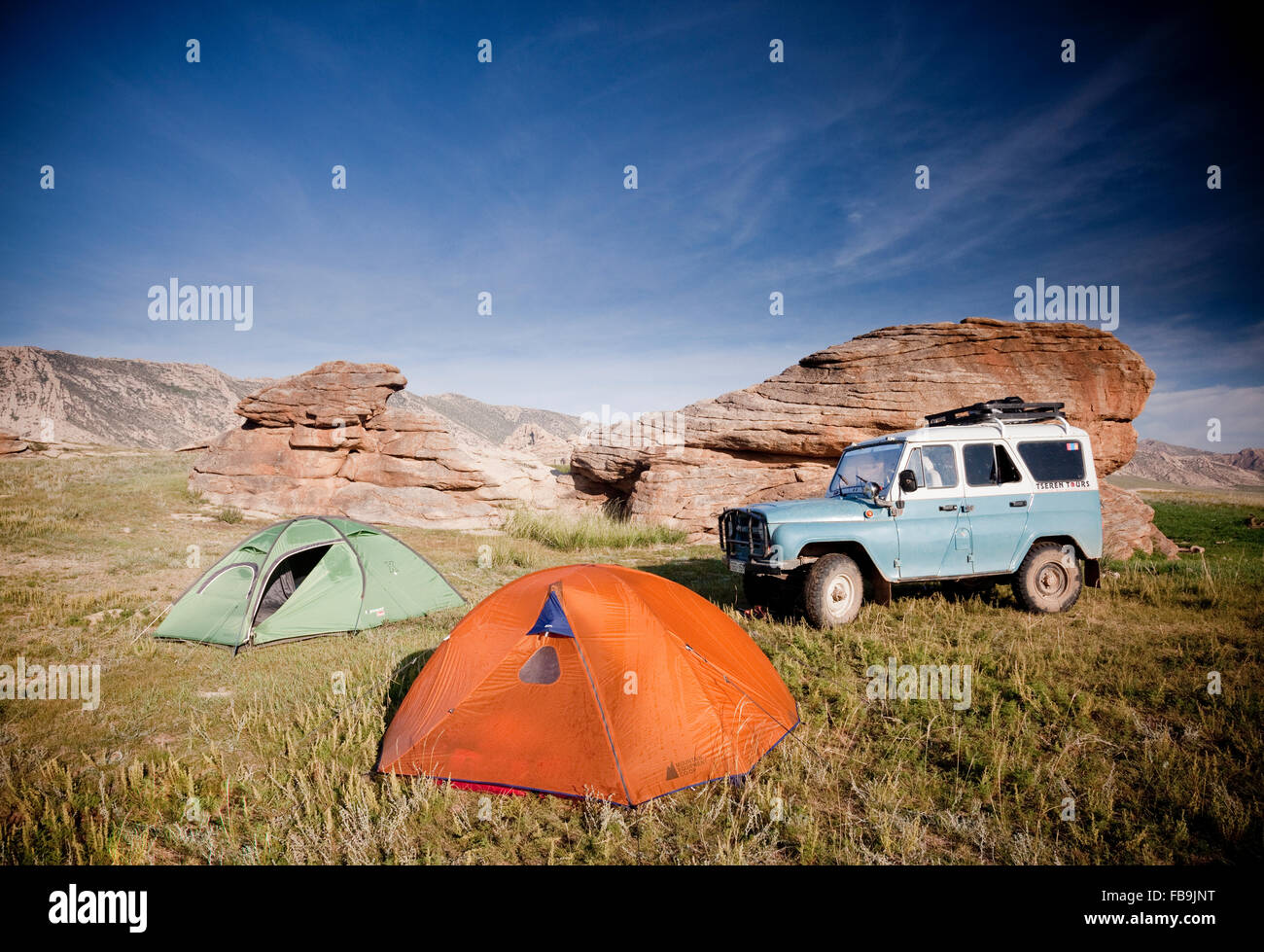 4X4 offroad camping in the Gobi Desert, Mongolia. - Stock Image