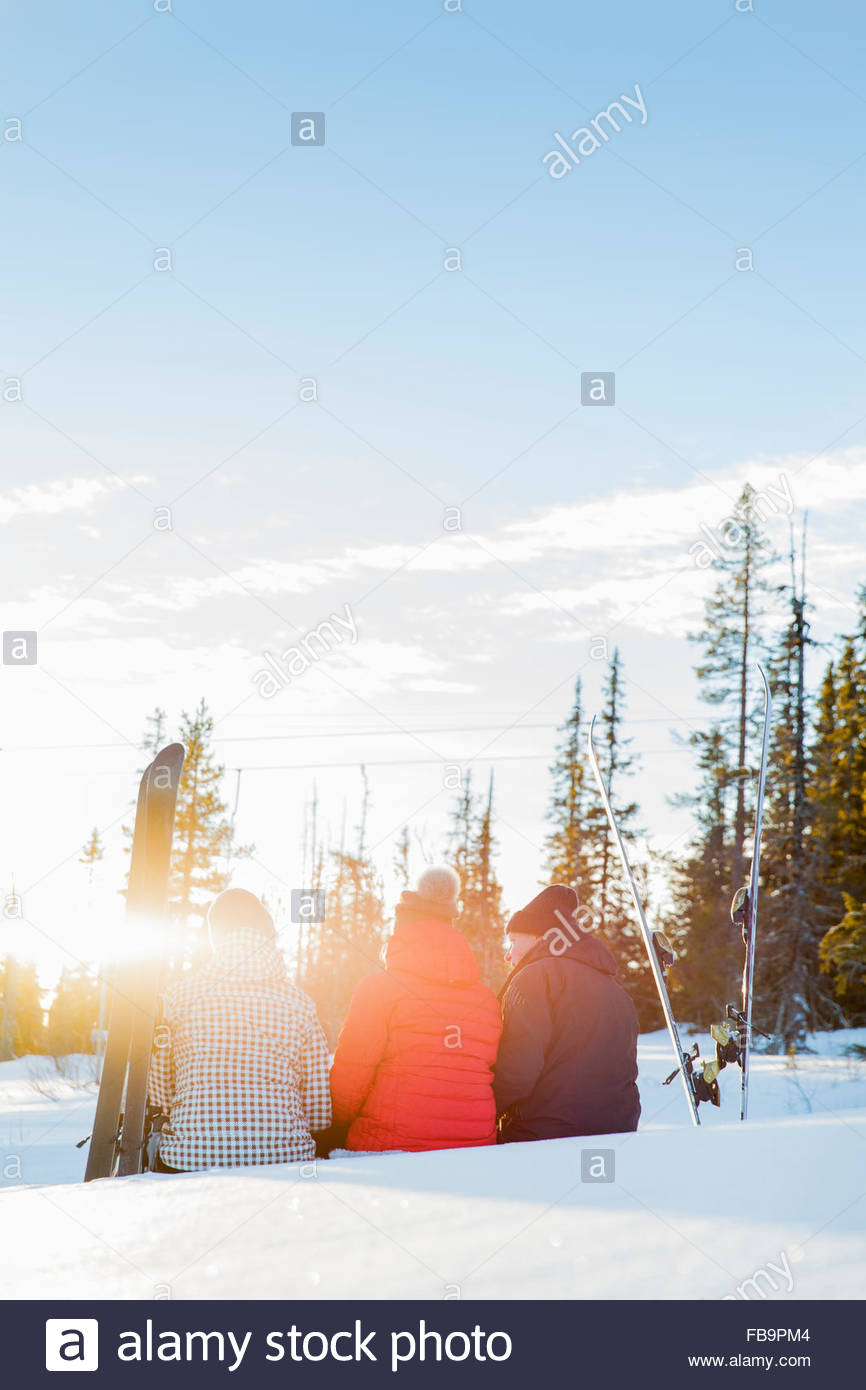 Sweden, Harjedalen, Vemdalen, Klovsjo, Father and daughters looking at view - Stock Image