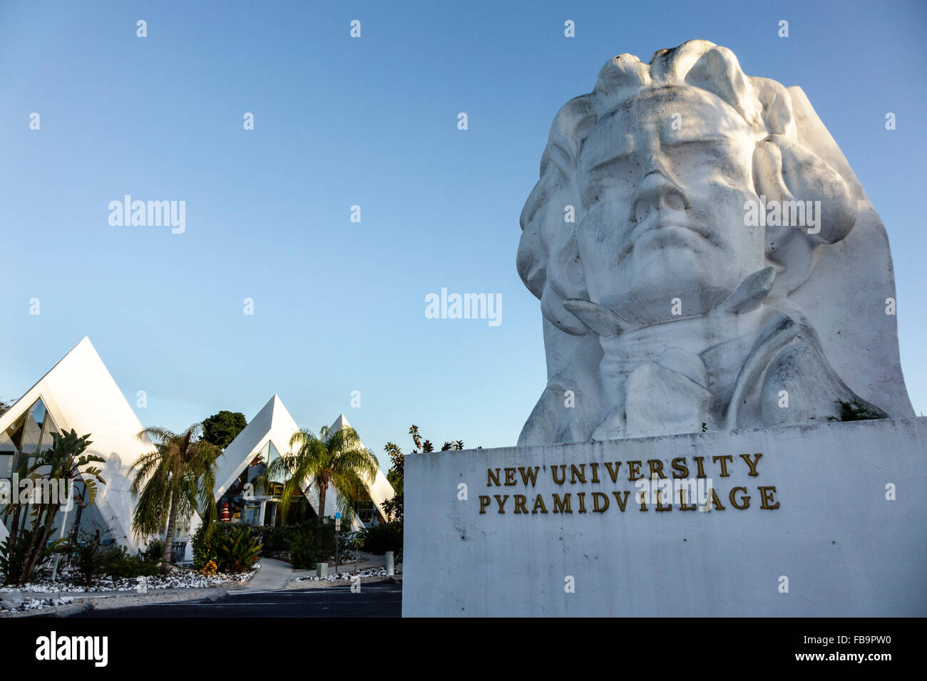 Fort Myers Florida Ft. Pyramids New University Pyramid Village Resort hotel giant Ludwig Beethoven head sculpture - Stock Image
