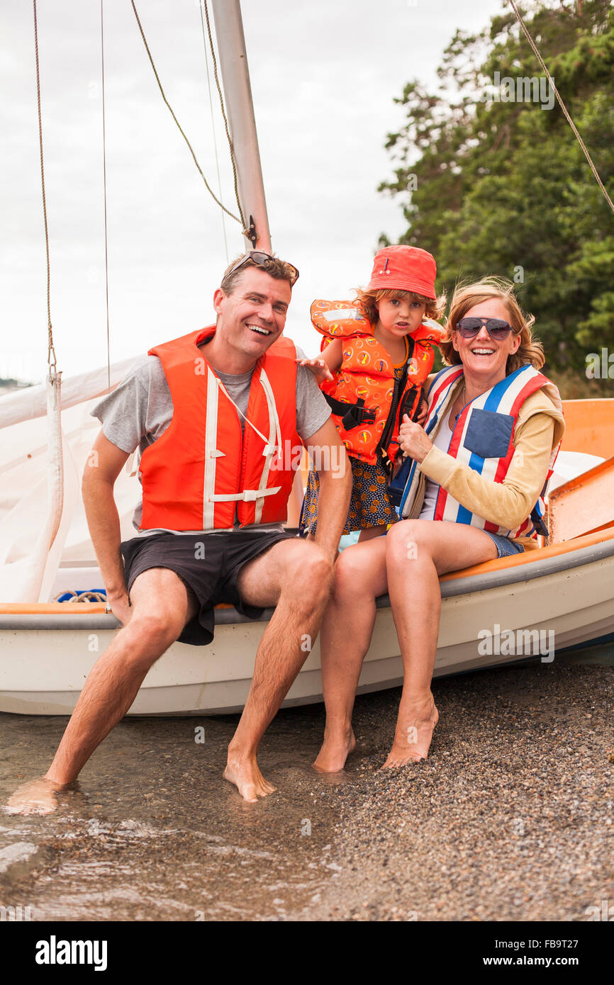 Sweden, Sodermanland, Stockholm archipelago, Musko, Family with child (4-5) wearing life jackets on sailboat - Stock Image