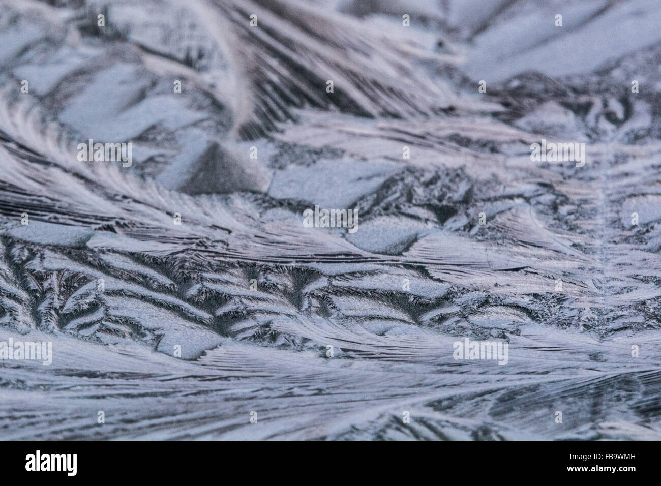Solihull, Birmingham, UK. 13th January 2016. UK Weather. Motorists across the midlands greeted this morning by icy - Stock Image