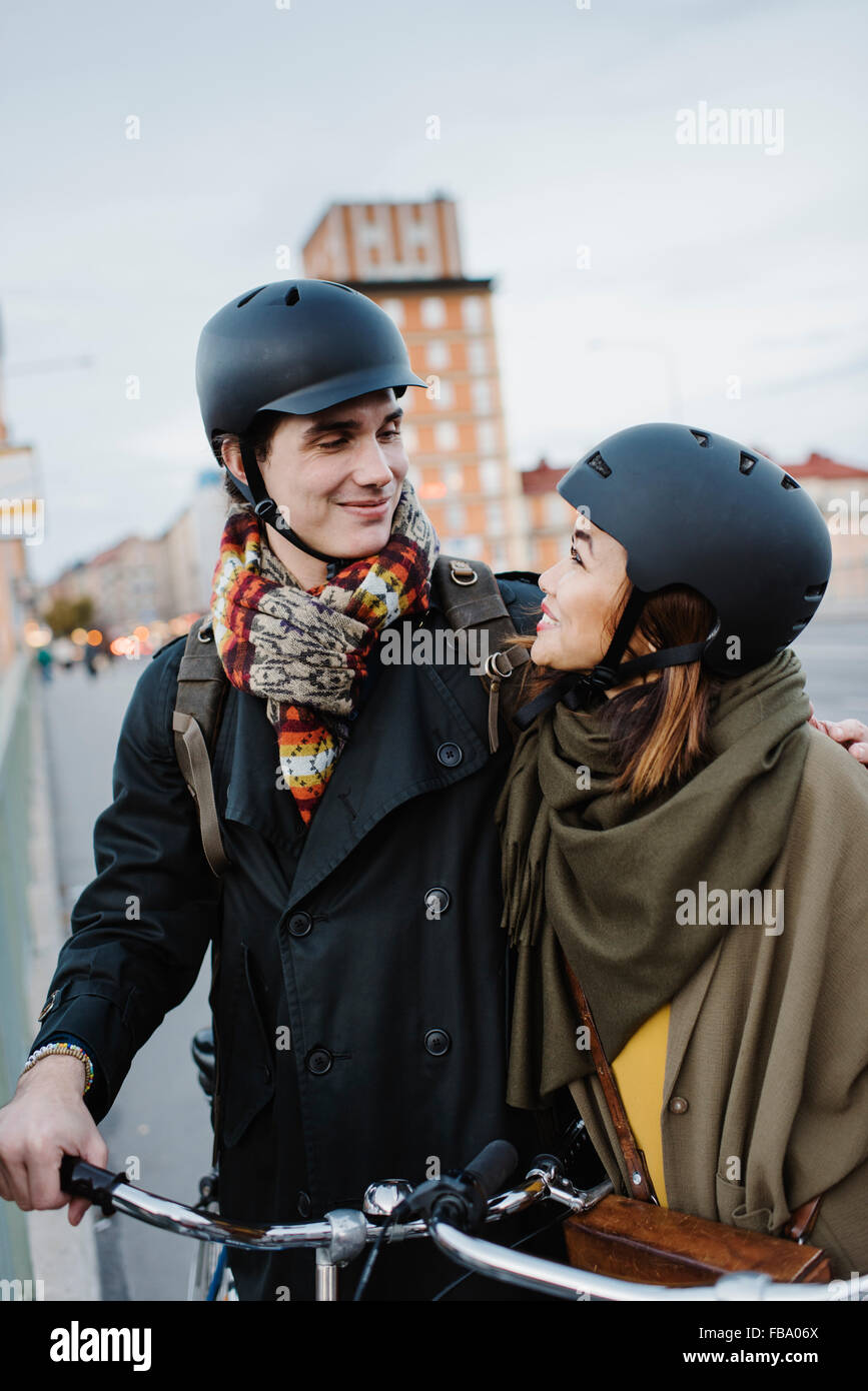 Sweden, Uppland, Stockholm, Vasatan, Sankt Eriksgatan, Young couple with bicycles on street - Stock Image