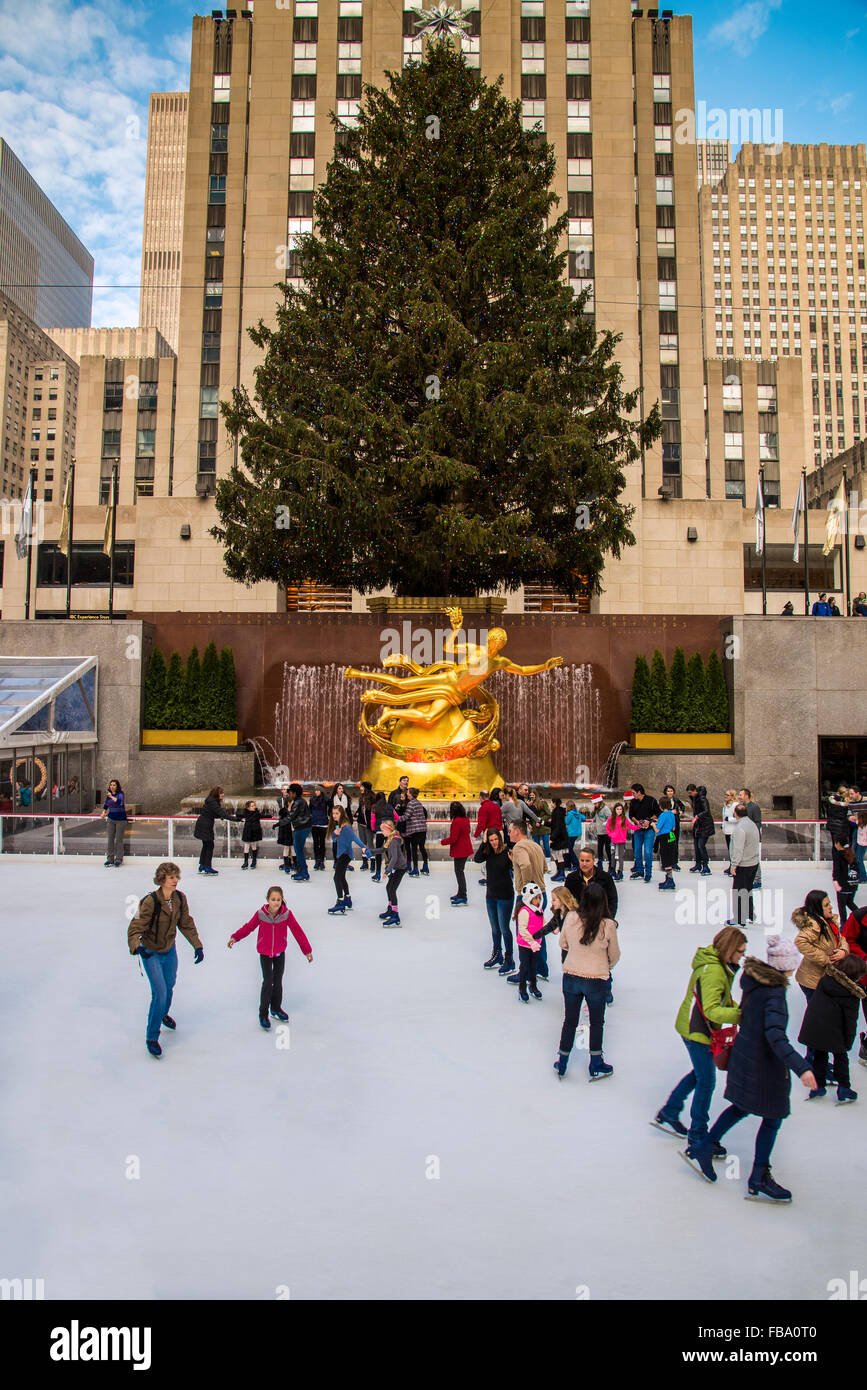 Lower Plaza of Rockefeller Center with ice skating rink and ...