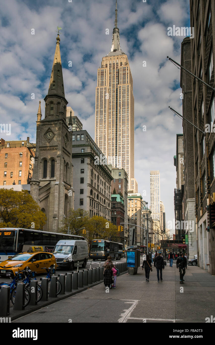 Fifth Avenue and Empire State Building, Manhattan, New York, USA - Stock Image