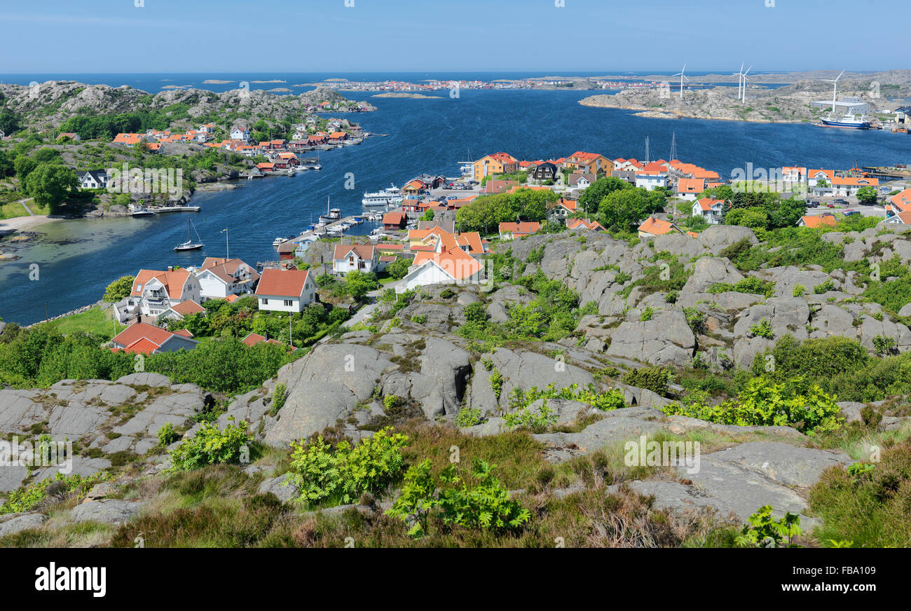 Sweden, Bohuslan, Vastkusten, Ronnang, Elevated view of sea town - Stock Image