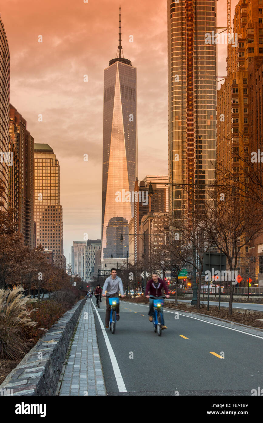 Bike lane in Lower Manhattan with One World Trade Center behind, New York, USA - Stock Image