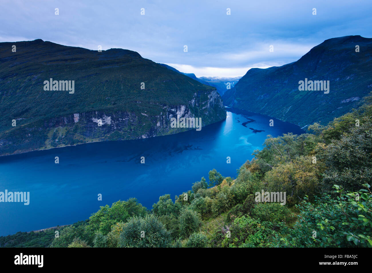 Norway, More og Romsdal, Sunnmore, Scenic view of mountainous landscape with lake - Stock Image