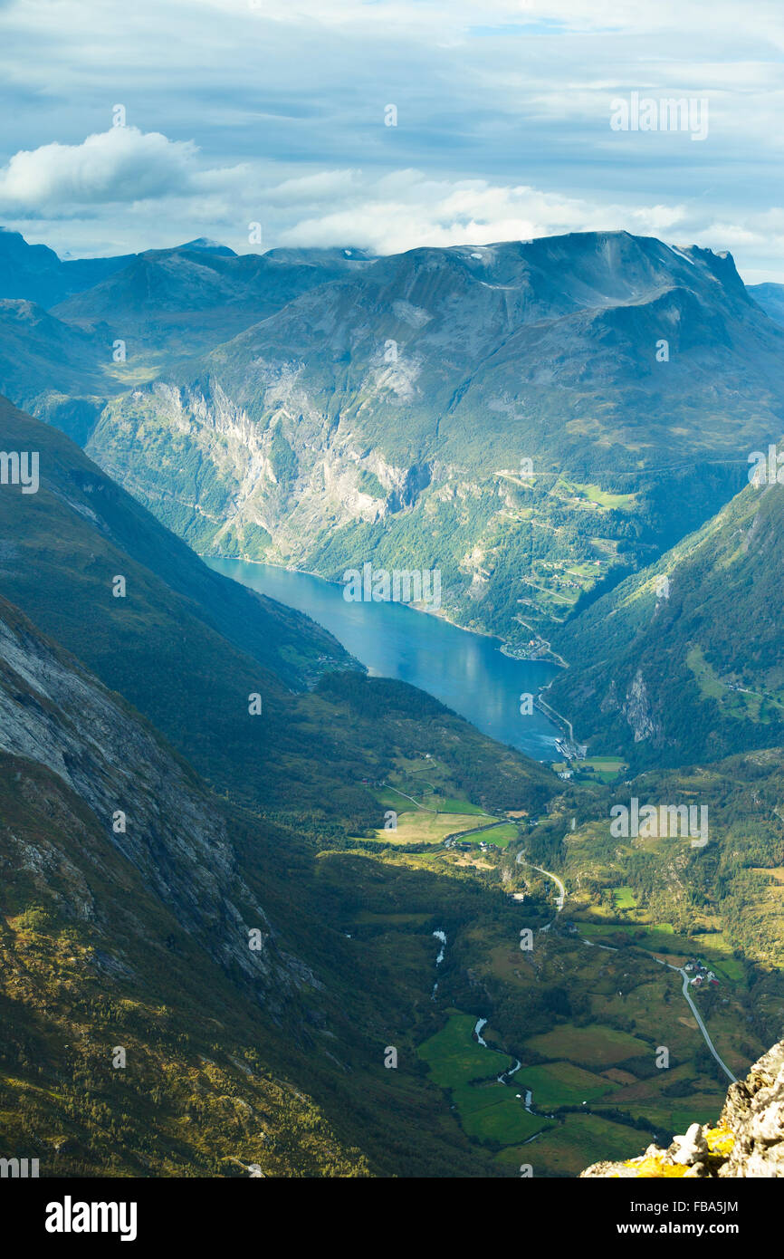 Norway, More og Romsdal, Sunnmore, Scenic view of lake in mountains - Stock Image