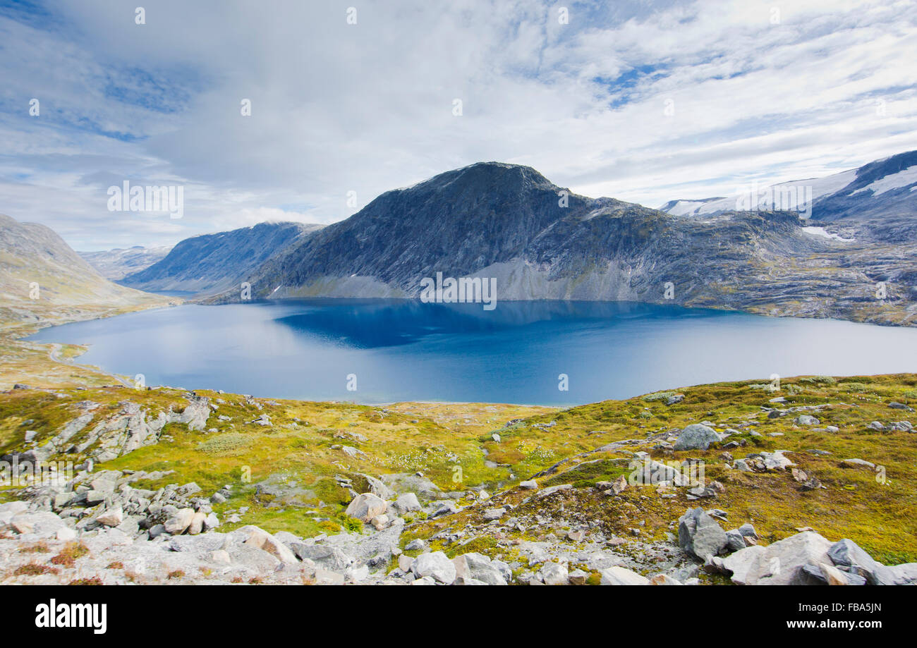 Norway, More og Romsdal, Sunnmore, View of lake in mountains - Stock Image