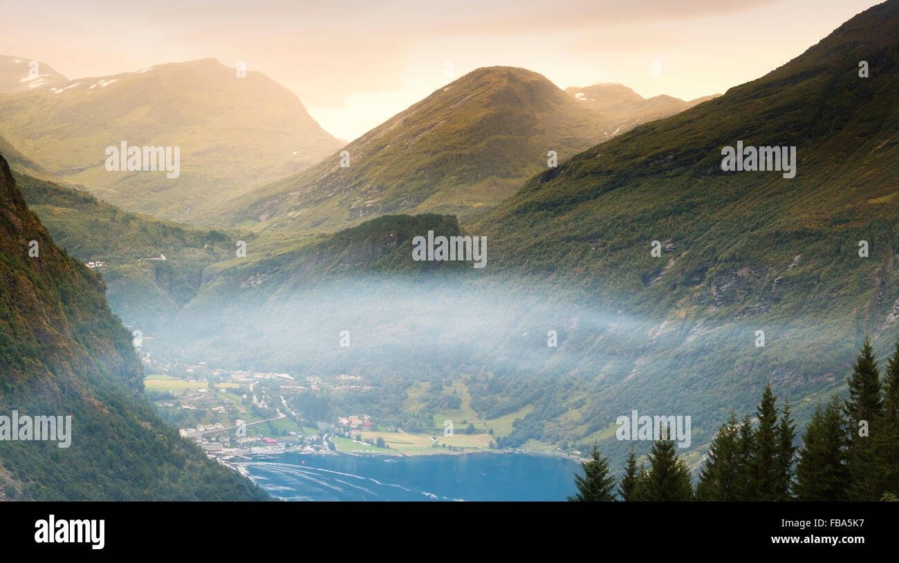 Norway, More og Romsdal, Sunnmore, View of town by lake in mountains - Stock Image