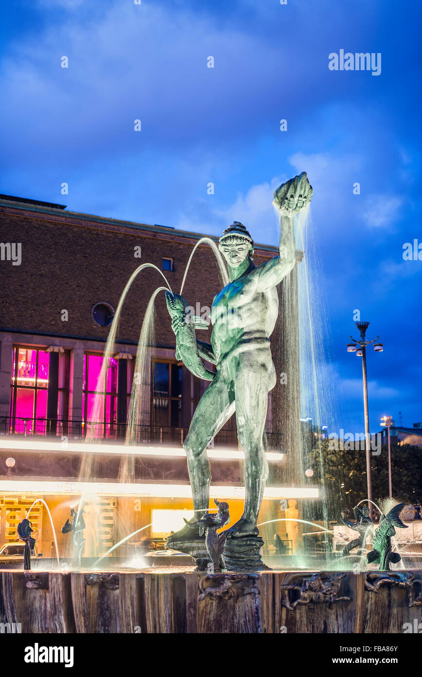 Sweden, Gothenburg, Gotaplatsen with statue of Poseidon in fountain at dusk - Stock Image