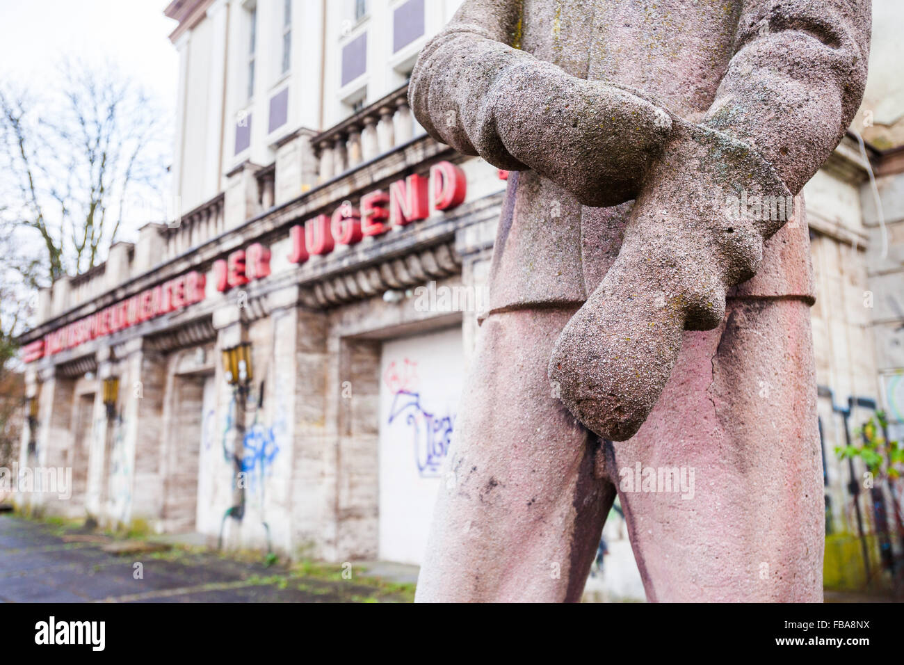 Stahlwerker statue, Edmund Neutert, Lichtspieltheater der Jugent, Frankfurt (Oder) Stock Photo
