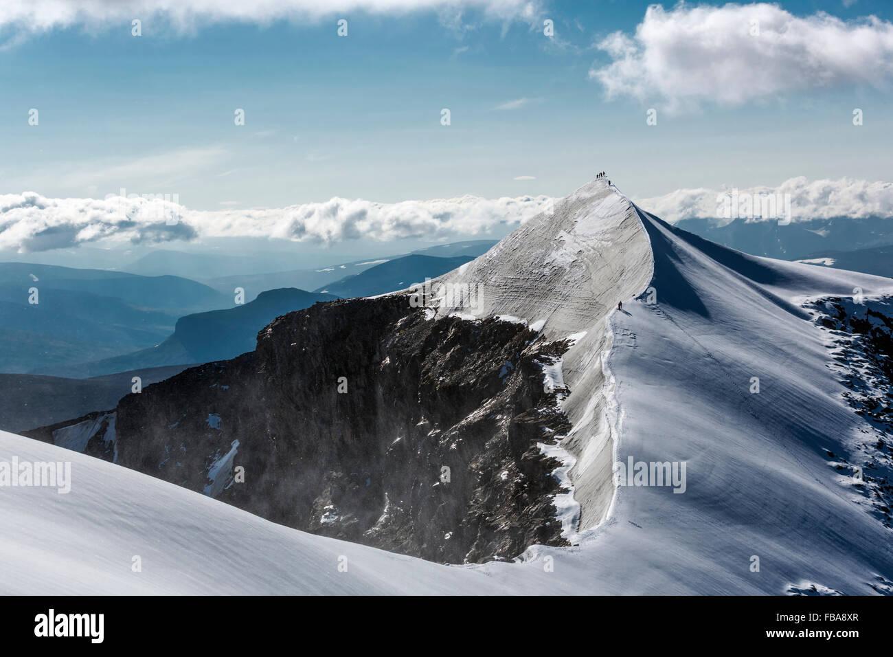 Sweden, Lapland, Snowy ridge and peak of Kebnekaise mountain - Stock Image