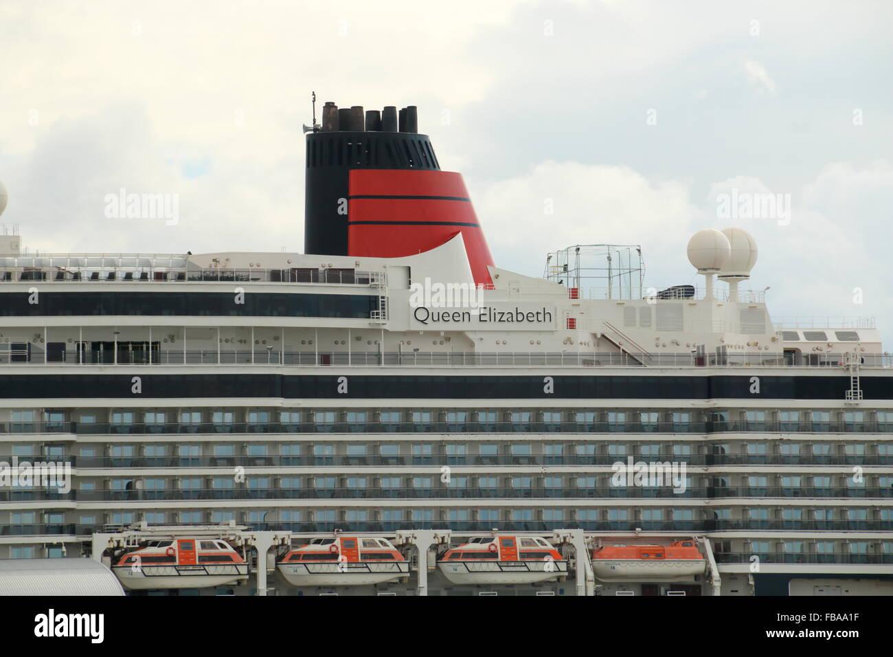 Upper decks of cruise ship Queen Elizabeth,Southampton,UK - Stock Image