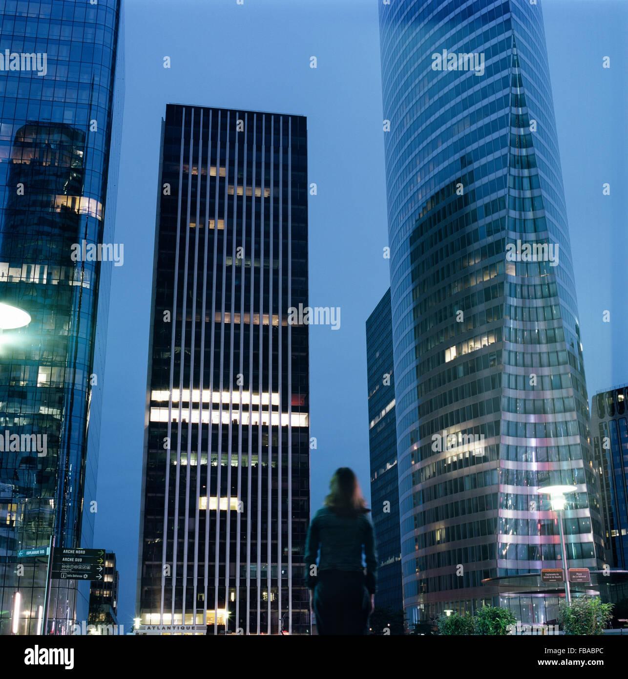 France, Ile-de-France, Paris, La Defense, Downtown district at dusk - Stock Image