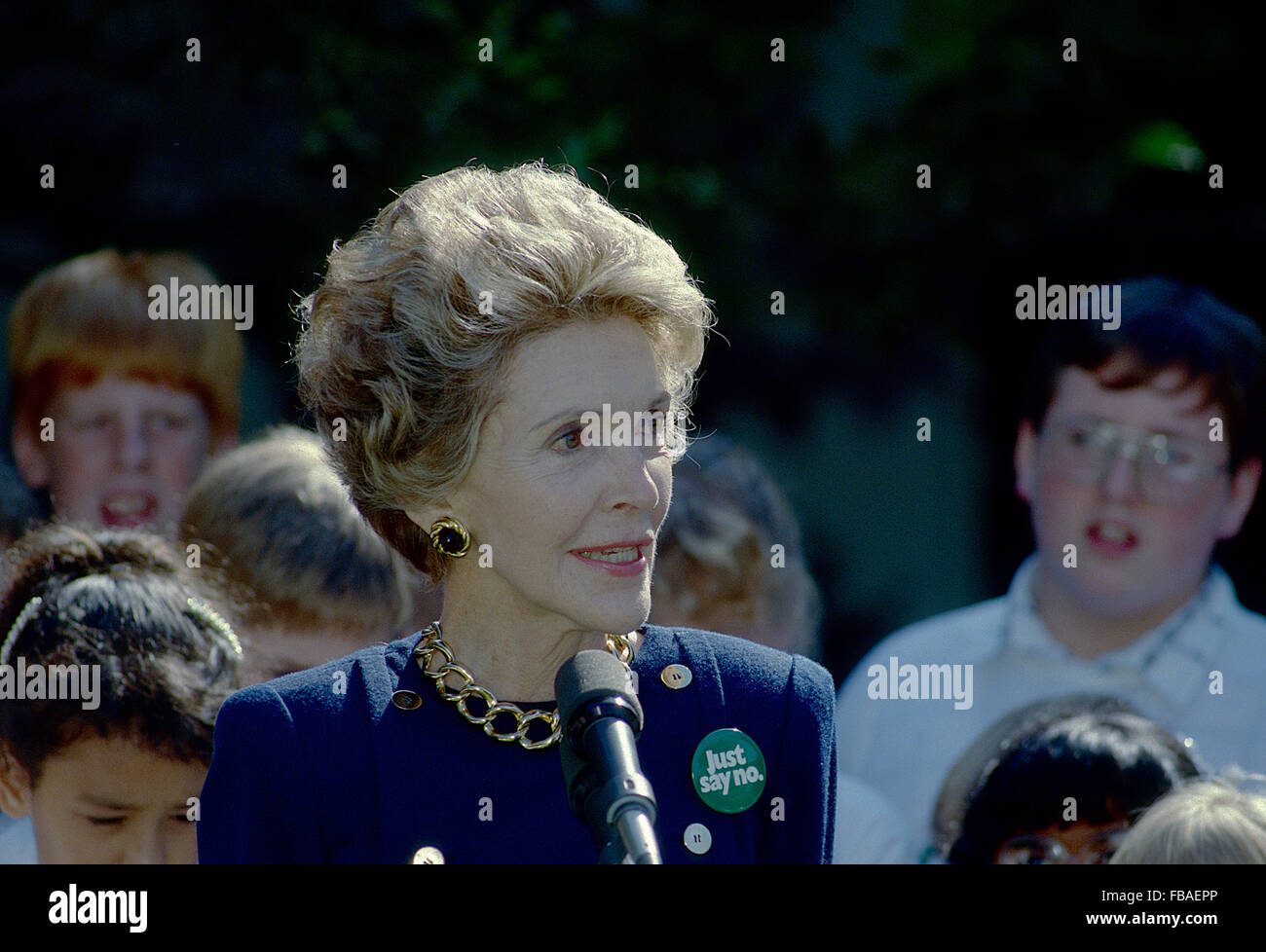 Washington, DC., USA, 23rd September, 1987 First Lady Nancy Reagan accepts on behalf of  the 'Just Say No Club' - Stock Image
