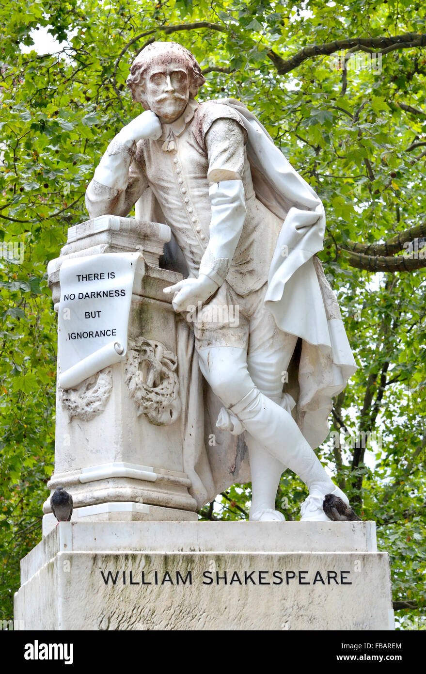 London, England, UK. Statue: William Shakespeare (1564-1616) in Leicester Square. Copy by Giovanni Fontana of Peter - Stock Image