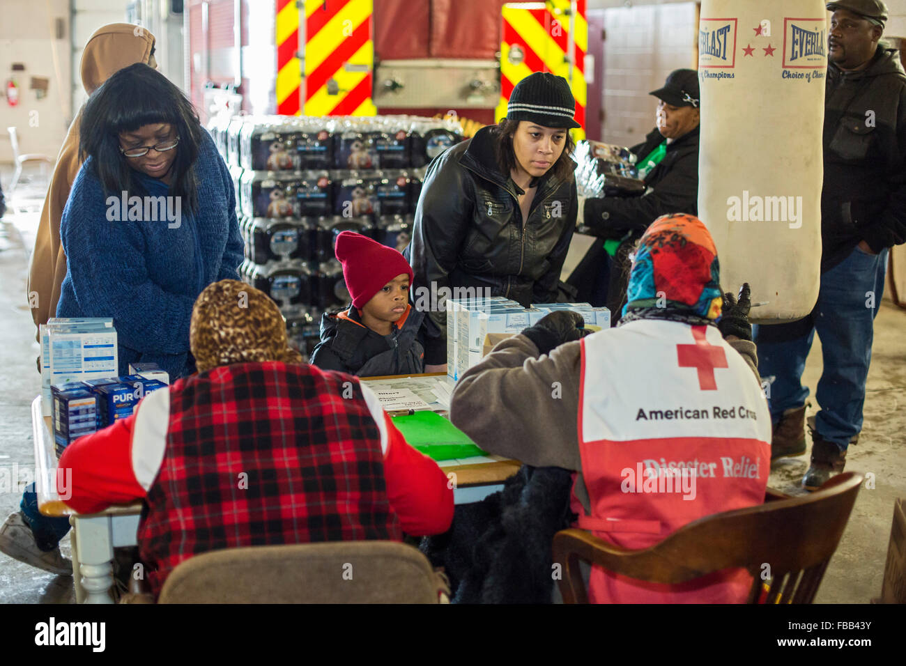Flint, Michigan USA - 13th January 2016 - Residents pick up bottled water and water filters from Red Cross disaster - Stock Image