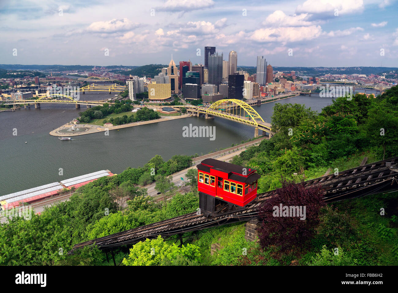 Red Funicular  Car on a Hillside with Pittsburgh Downtown in the Background, Duquesne Incline, Mt Washington, Pittsburgh - Stock Image