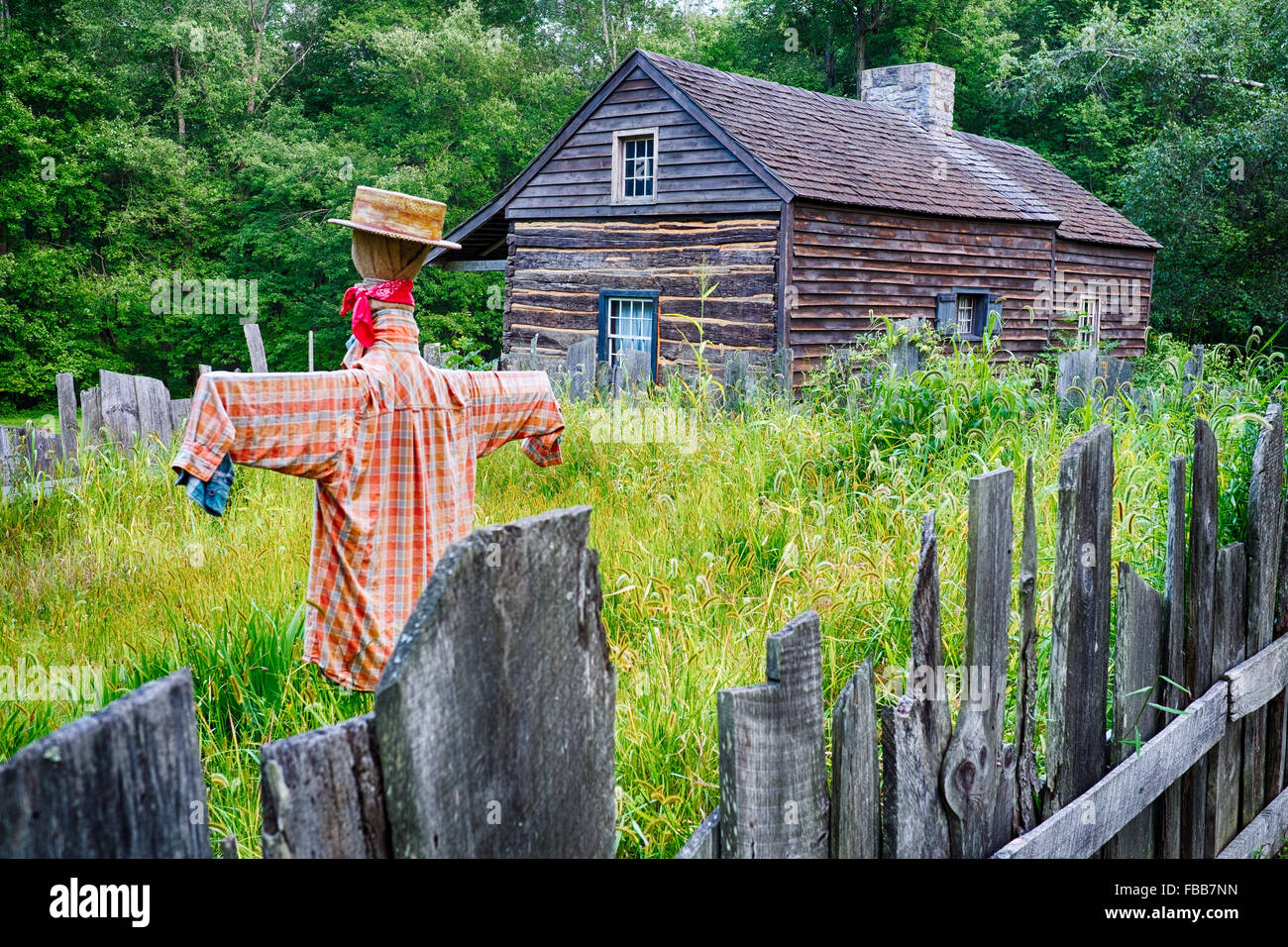 Old Farmhouse with a Scarecrow, Waterloo Historic Village, Stanhope, New Jersey - Stock Image