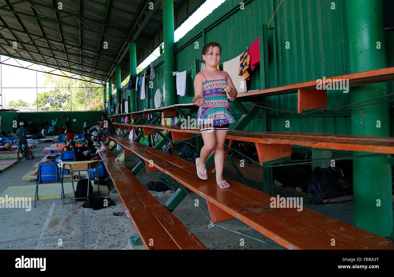 (160114) -- LA CRUZ, Jan. 14, 2016 (Xinhua) -- A Cuban migrant girl walks at a shelter in La Cruz, Costa Rica, on Stock Photo