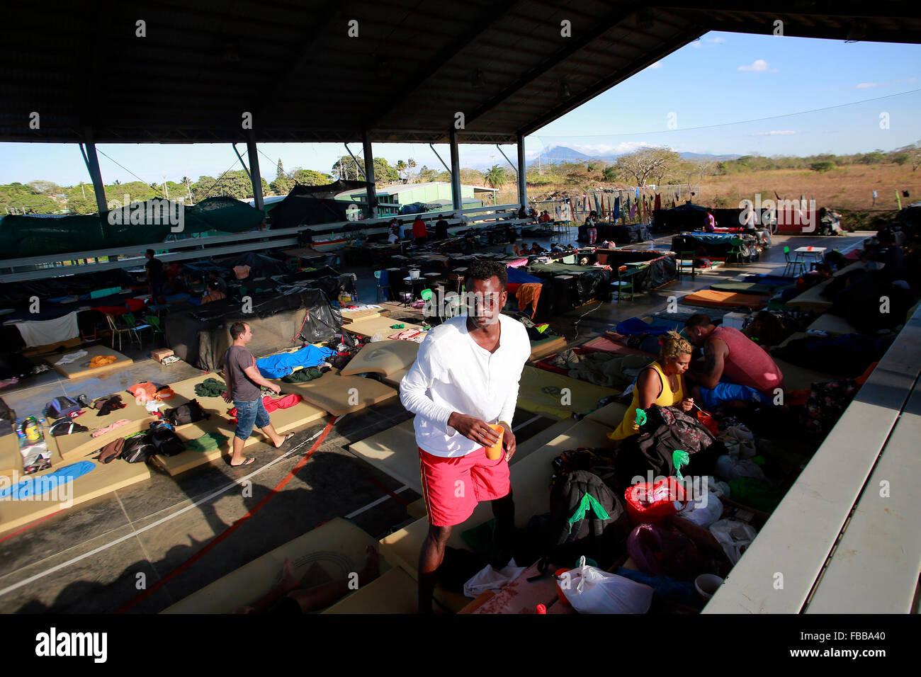 (160114) -- LA CRUZ, Jan. 14, 2016 (Xinhua) -- Cuban migrants arrange their belongings at a shelter in La Cruz, Stock Photo
