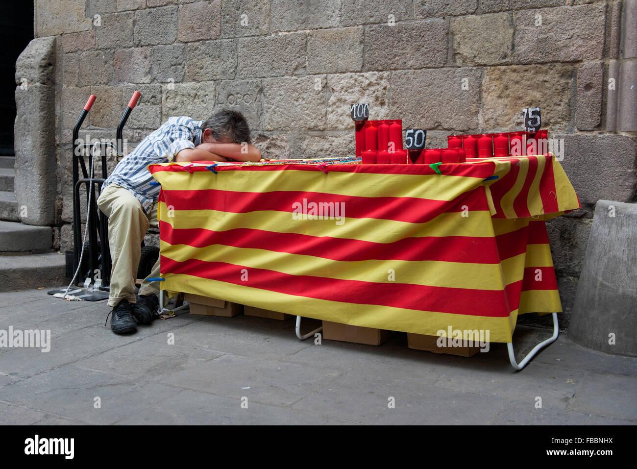 Catalan man having a siesta. Barcelona. - Stock Image