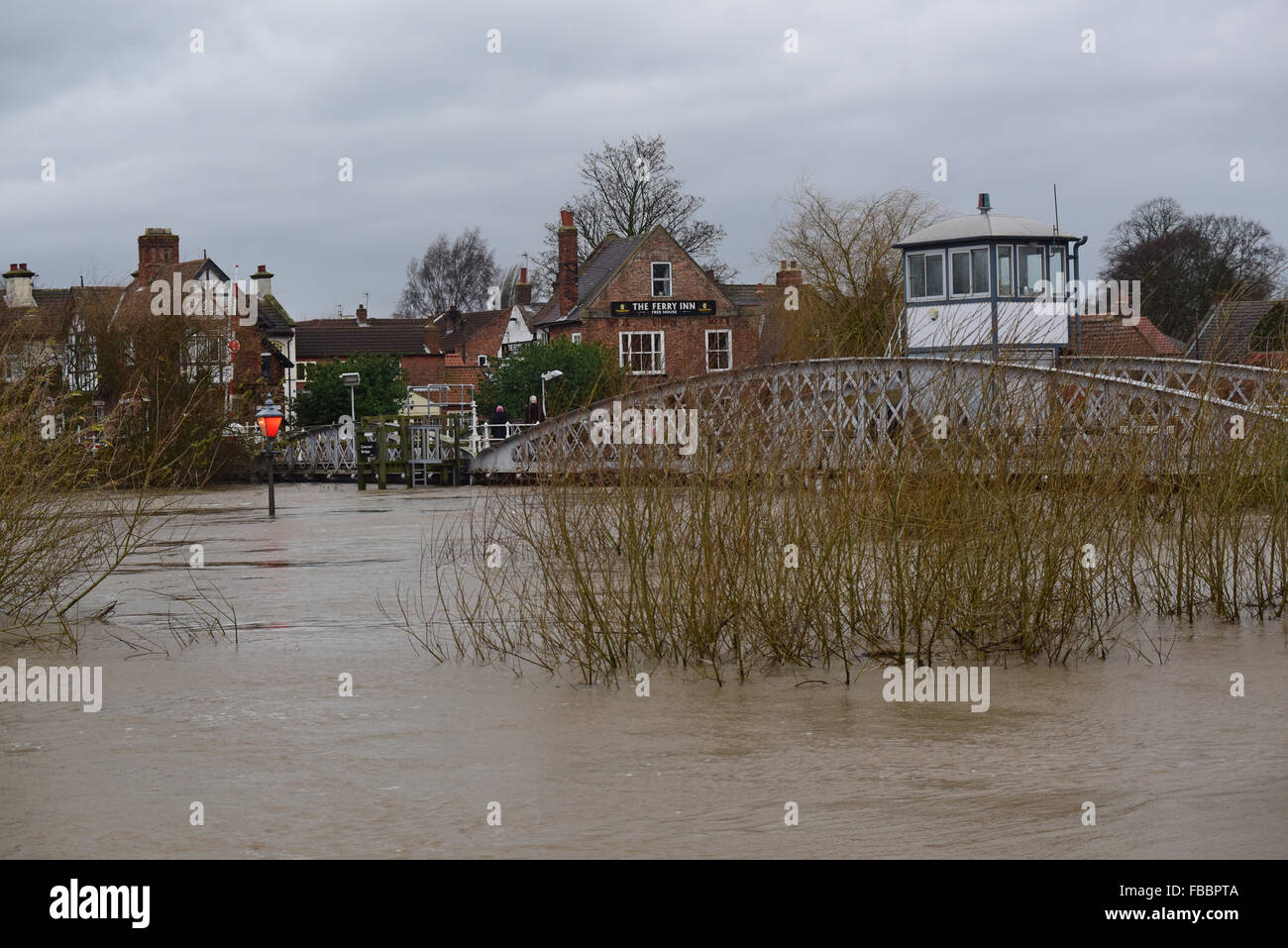Cawood Bridge, Yorkshire, UK. 30th Dec, 2015 flooded cawoood bridge yorkshire after the river ouse burst its banks - Stock Image