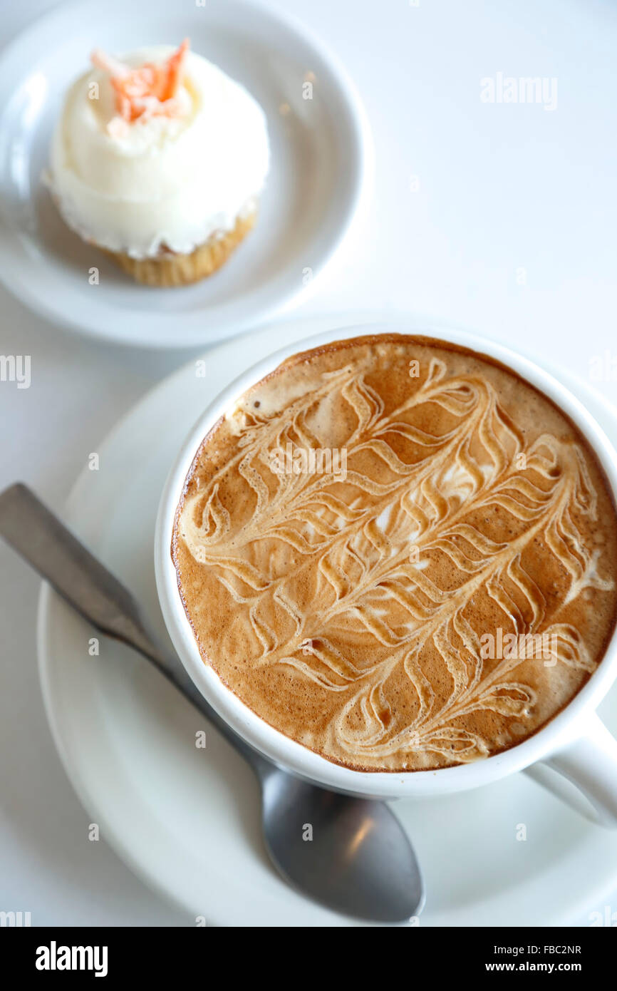 Coffee ('The Birdie') and carrot cupcake, Dulce Bakery & Coffee, Santa Fe, New Mexico USA - Stock Image