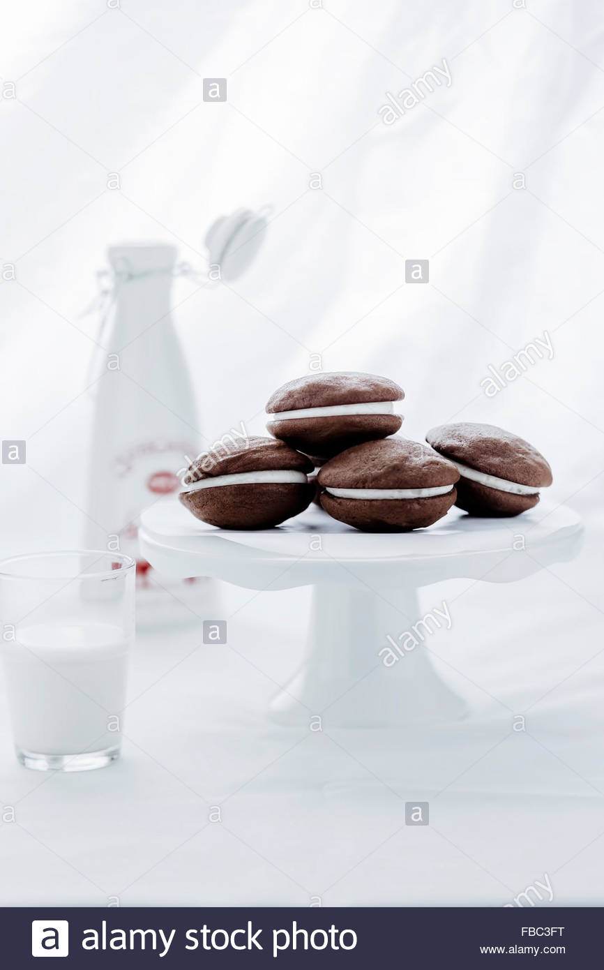 Whoopie pies on cake stand - Stock Image