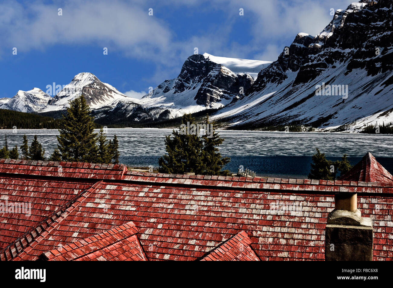 Bow Lake, Icefields Parkway viewed from the Num-Ti-Jah Lodge, Banff National Park. Canadian Rockies. Alberta. Canada - Stock Image