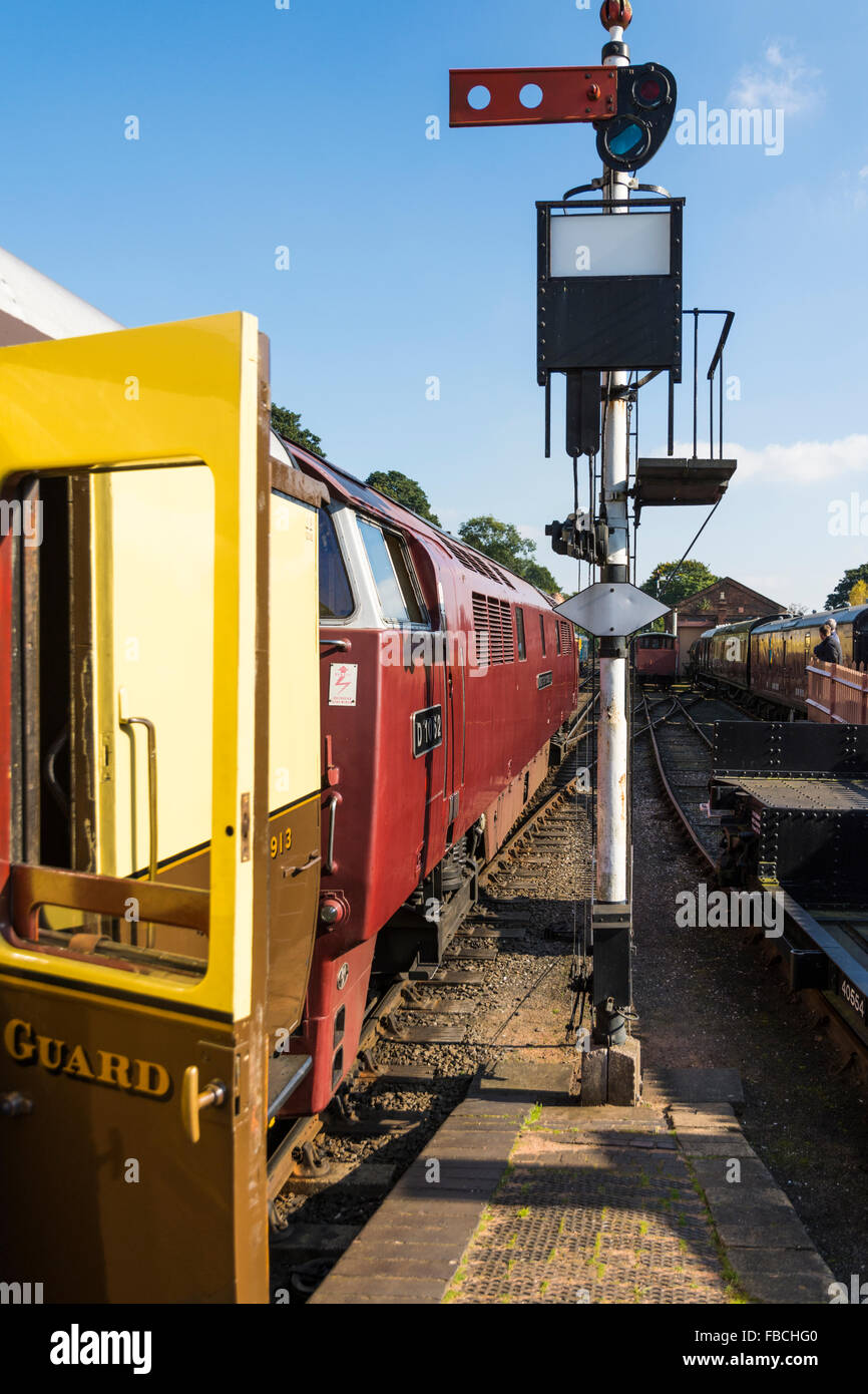 Class 52 Western Diesel Hydraulic D1062 at the head of a train at Bewdley railway station on the Severn Valley Railway Stock Photo