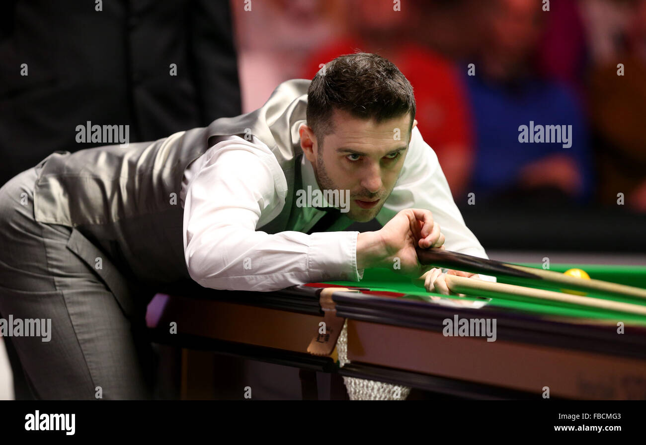 London, UK. 14th Jan, 2016. Mark Selby of England competes during the quarterfinal with Ronnie O'Sullivan of England Stock Photo