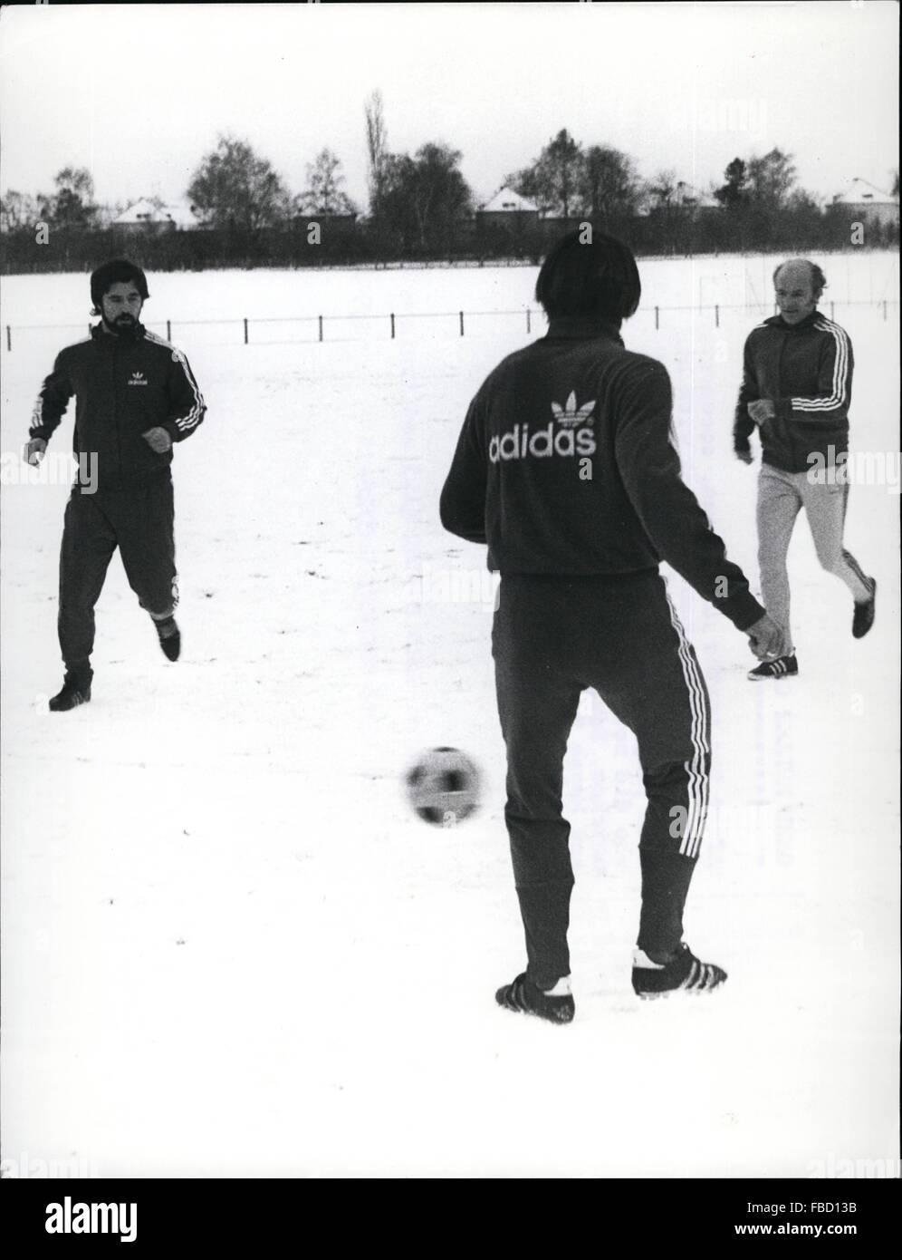 1962 - Gerd Muller on the Field Again : After two months of illness, soccerstar Gerd Muller from '' Bayern Munchen Stock Photo