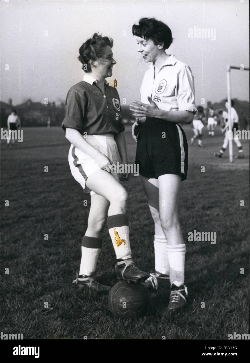 1959 - The two captains of the team: Doris Ashley on the left and Margaret Griffiths. © Keystone Pictures USA/ZUMAPRESS.com/Alamy Stock Photo