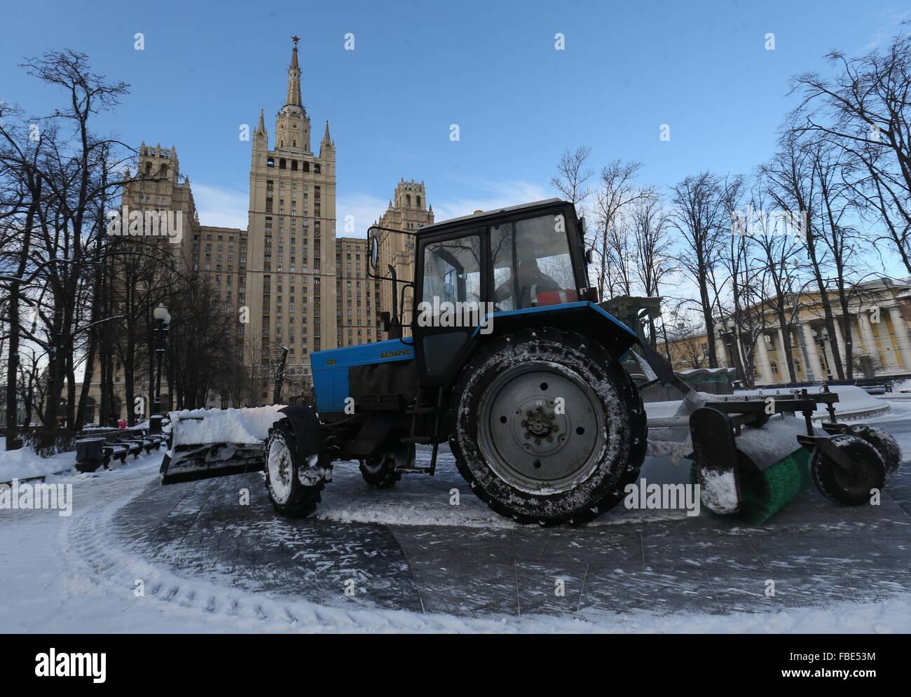 Moscow, Russia. 14th Jan, 2016. Snow clearing equipment in Kudrinskaya Square. © Vyacheslav Prokofyev/TASS/Alamy Stock Photo