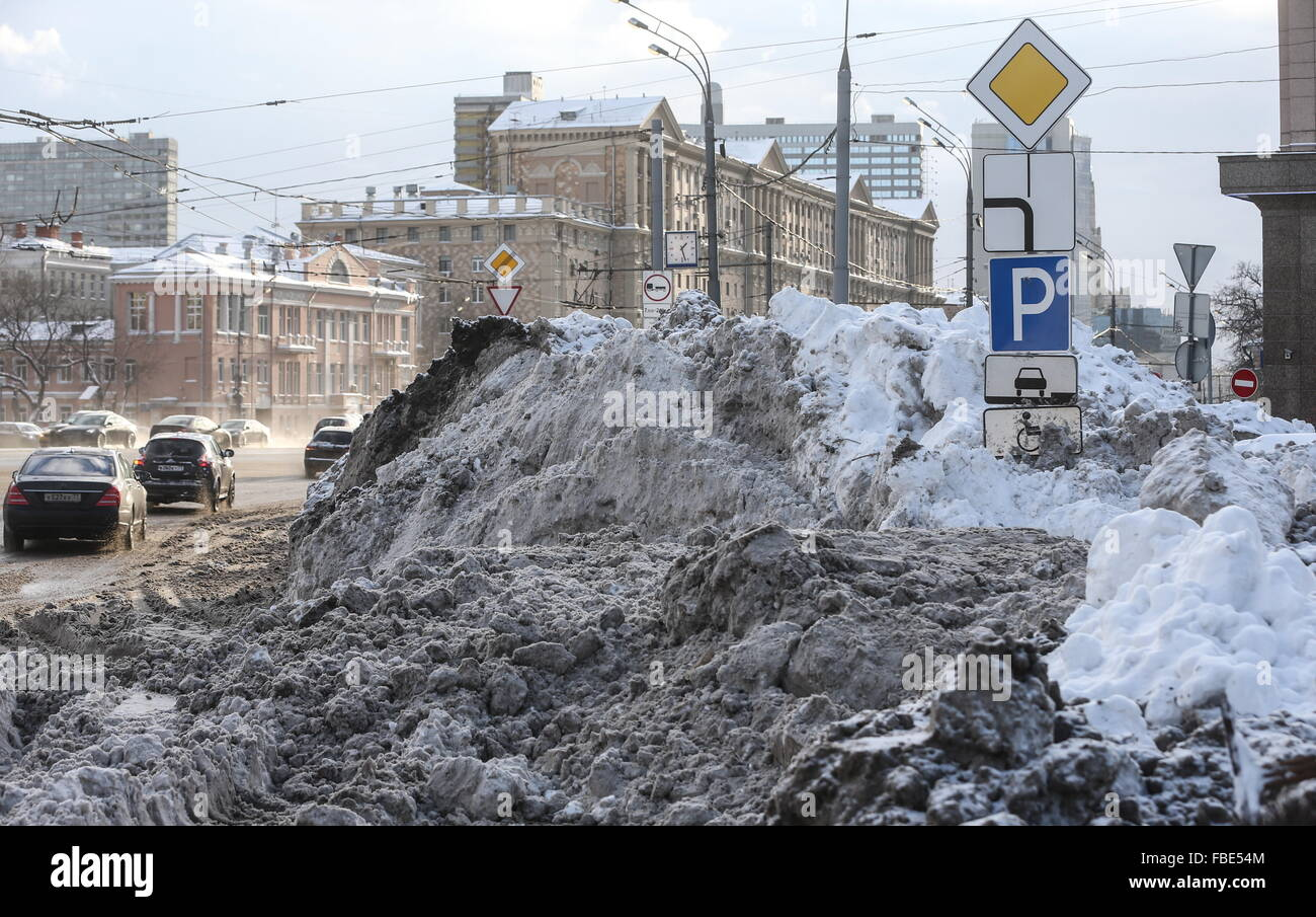 Moscow, Russia. 14th Jan, 2016. Snow drifts in Kudrinskaya Square. © Vyacheslav Prokofyev/TASS/Alamy Live News Stock Photo