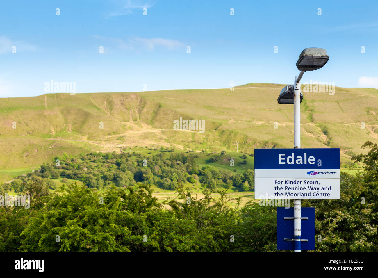 Sign for Edale Railway Station, Derbyshire, England, UK with Mam Tor in the distance. - Stock Image