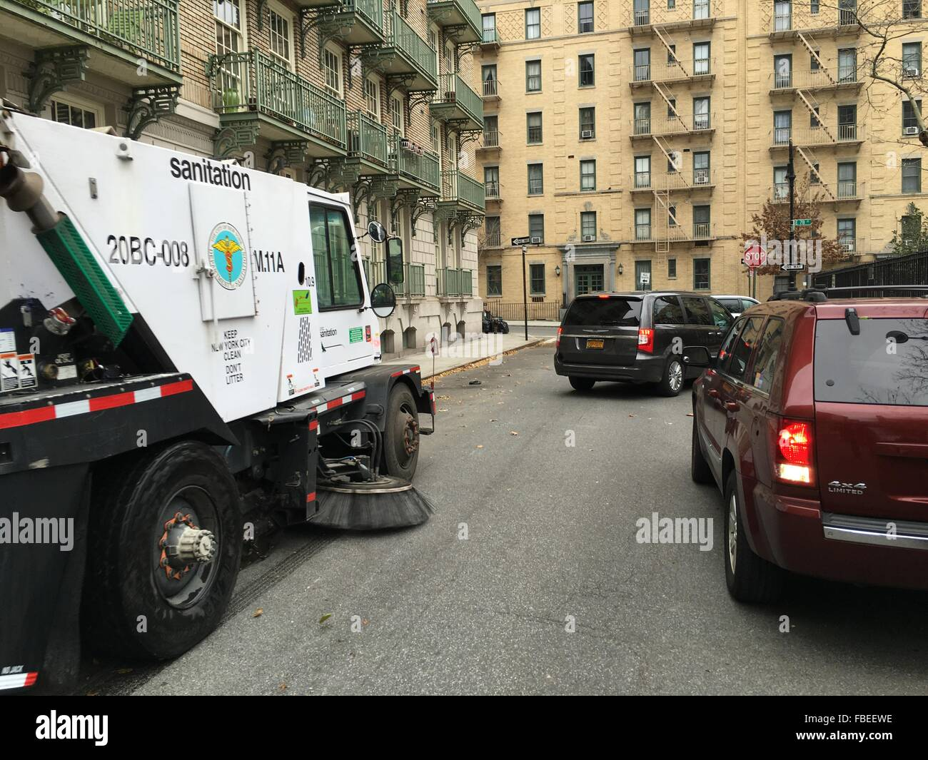 Cars On Manhattans Upper East Side Give Way For A Street Sweeper - Nyc street sweeping map