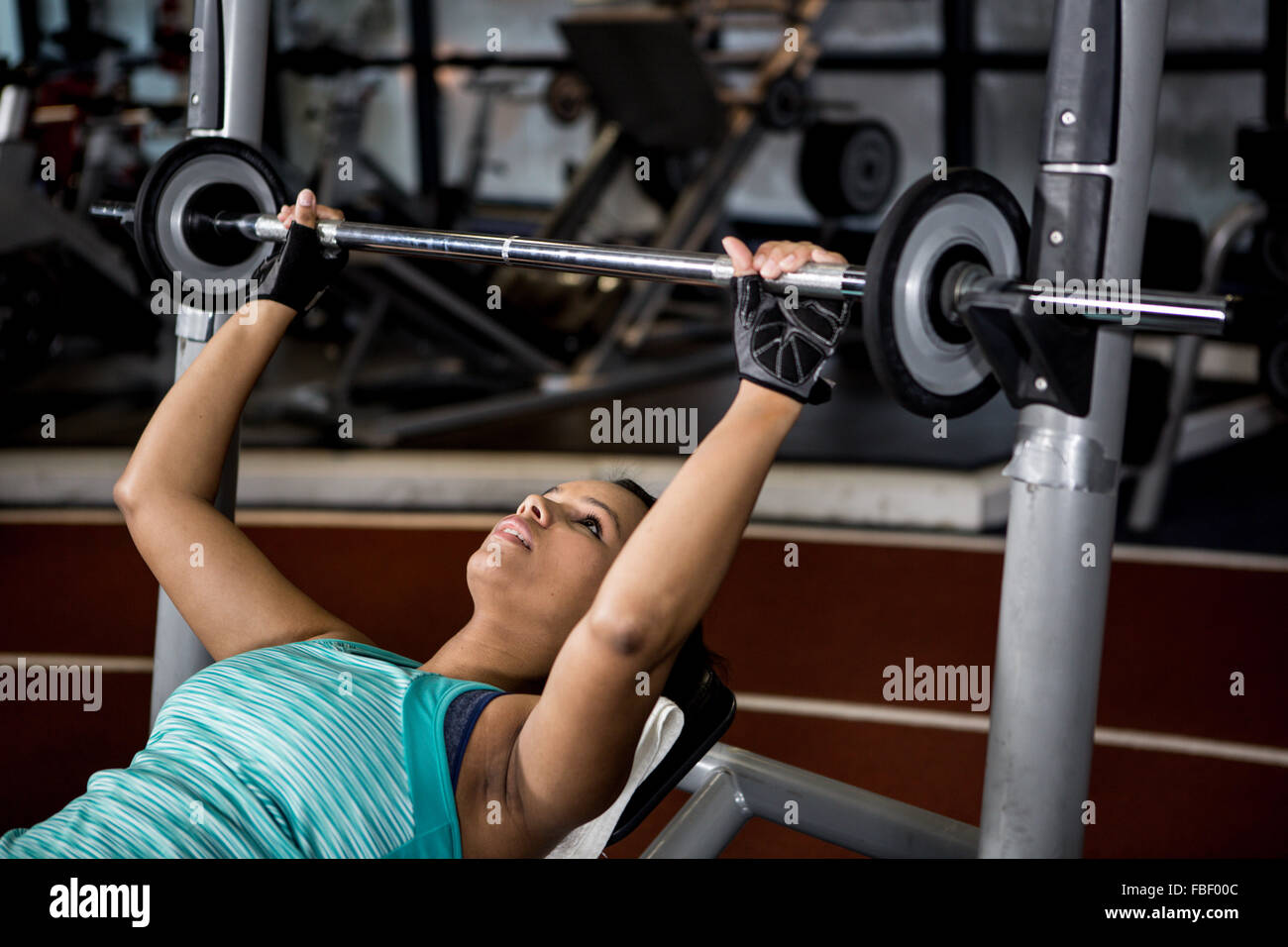 Pregnant woman lifting weights - Stock Image