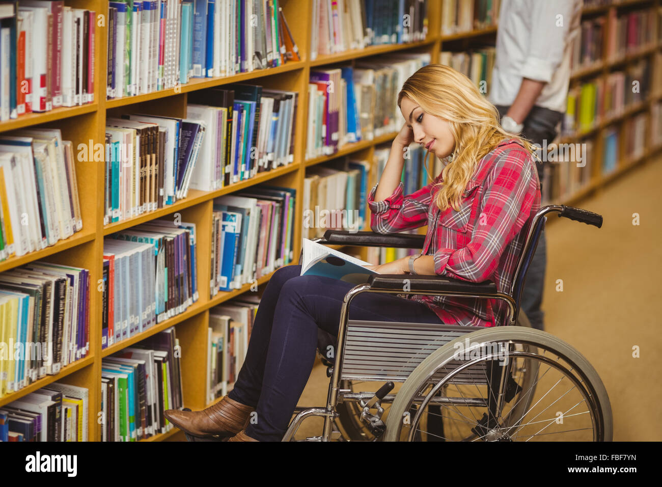 Student in wheelchair talking with classmate - Stock Image