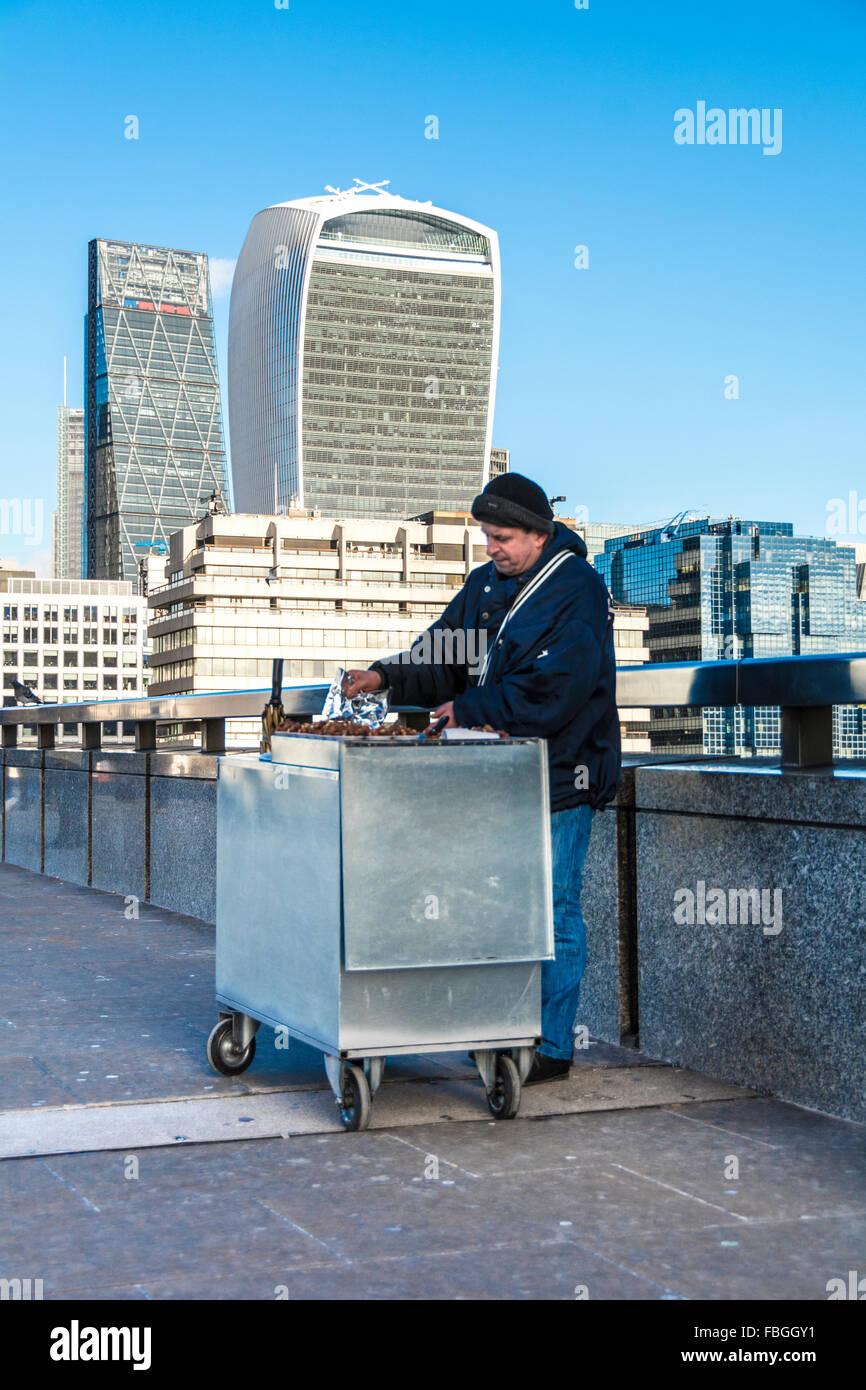 Early morning street seller on London Bridge - Stock Image