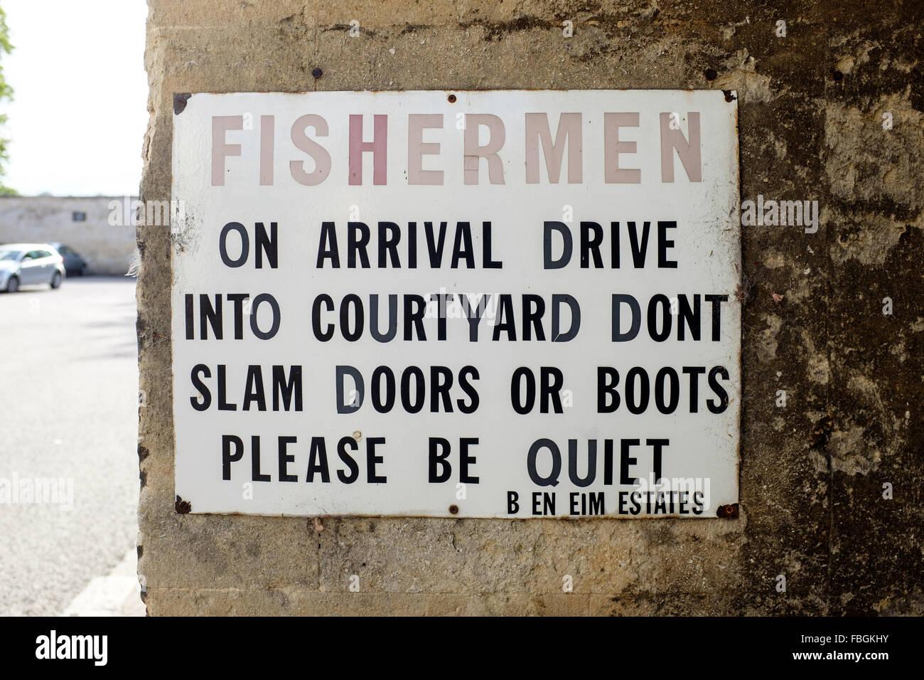 Sign \u0027Fisherman on arrival drive into courtyard dont slam doors or boots please be quiet & Slam Door Stock Photos \u0026 Slam Door Stock Images - Alamy