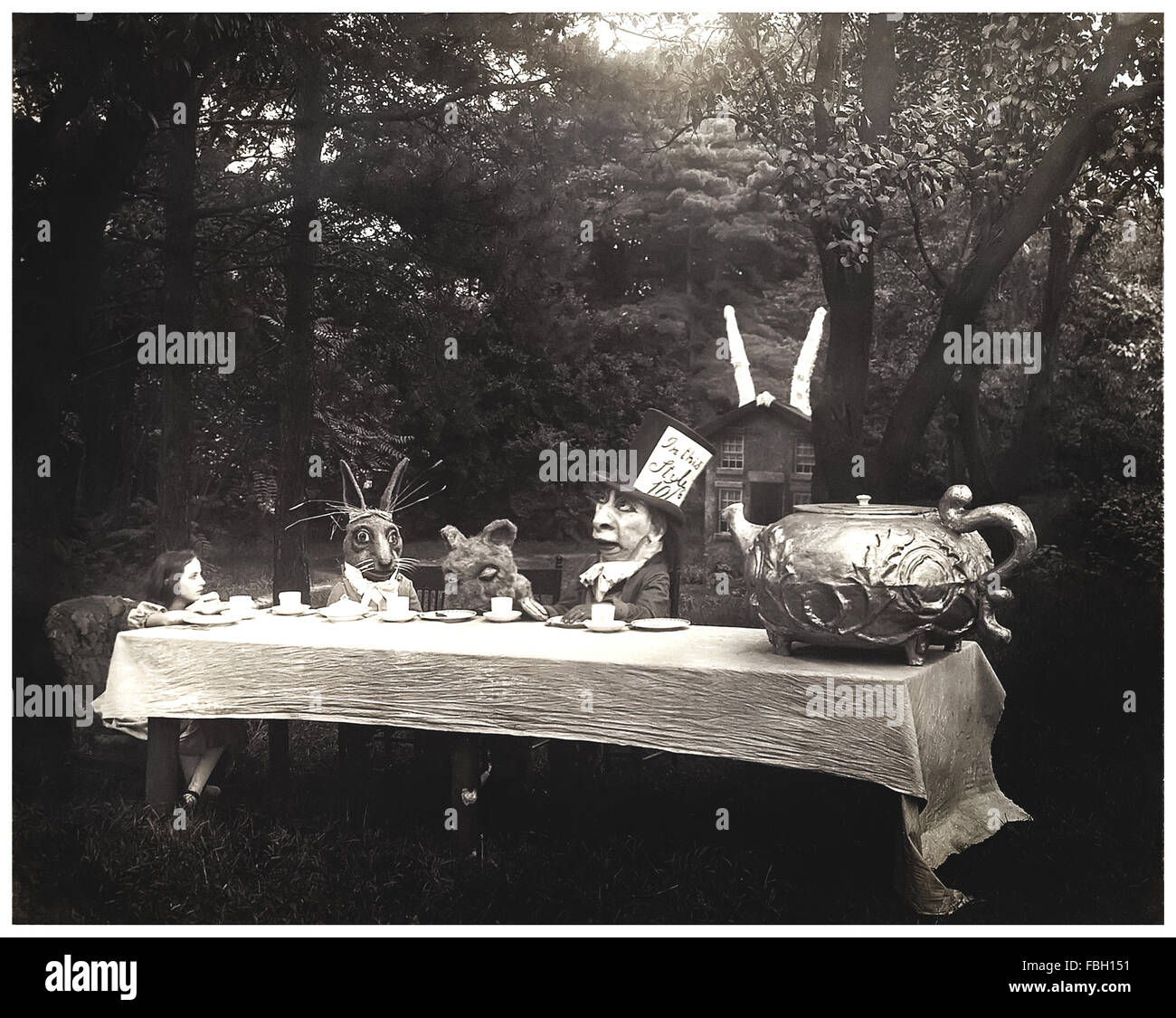 'The Mad Hatter's tea party' scene from 1915 silent movie adaptation of 'Alice in Wonderland' - Stock Image