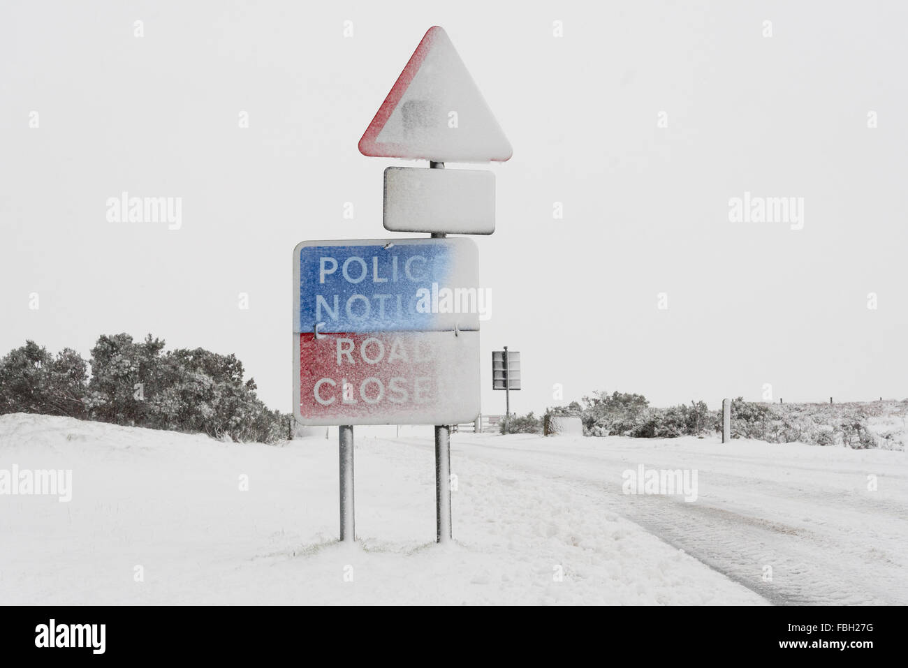 North Yorkshire, United Kingdom .14th January 2016. Heavy snow closes a rural road causing traffic disruption. Stock Photo