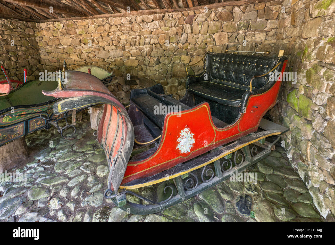 1930s sleigh at Etar Architectural Ethnographic Complex (Etara), open-air museum in Gabrovo, Bulgaria - Stock Image