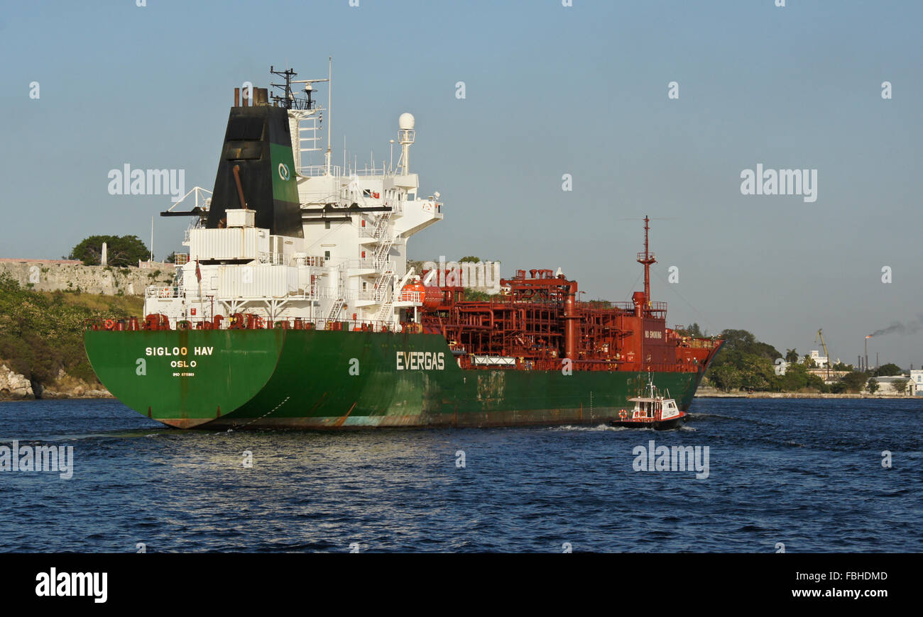"""LPG/chemical tanker """"Sigloo Hav"""" being guided into port by pilot boat, Havana, Cuba Stock Photo"""