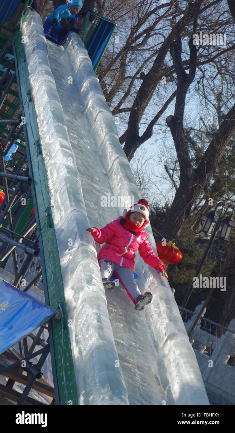 Beijing, China. 17th Jan, 2016. A young girl plays on the slide on a skating rink at Shichahai, a scenic area in - Stock Image
