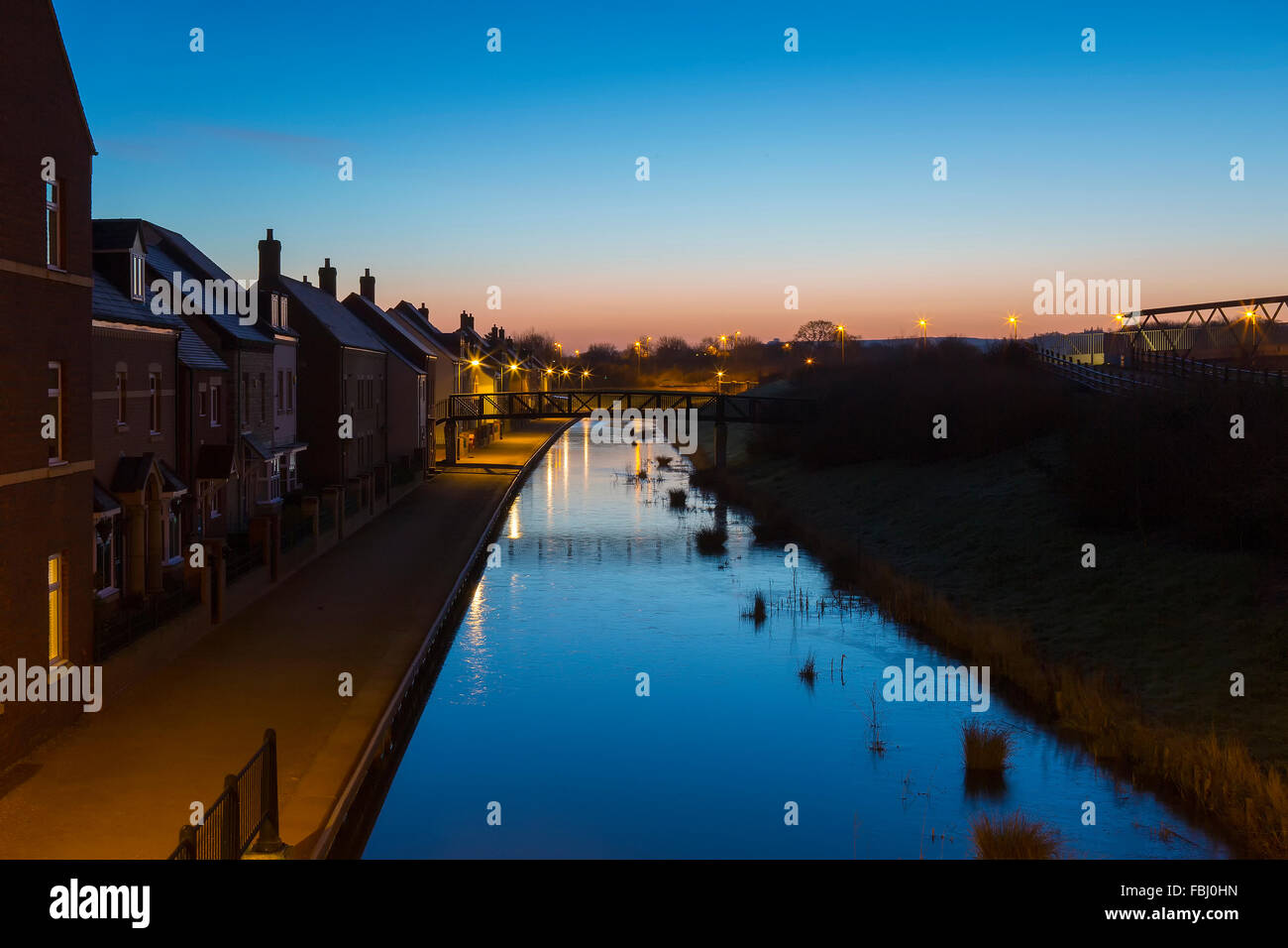 Dawn over the frozen canal at East Wichel in Swindon - Stock Image