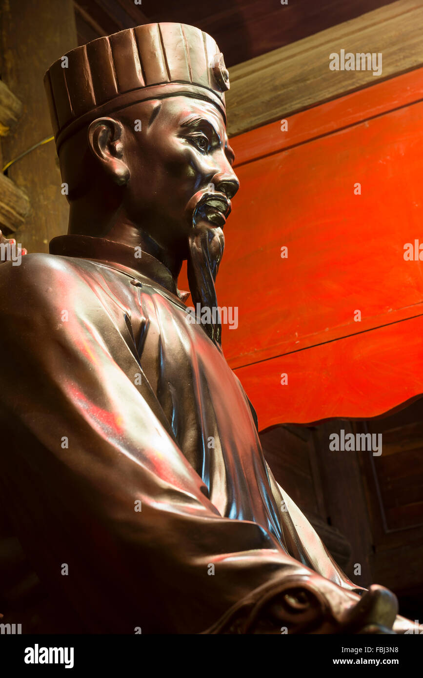 Statue of Ly Thanh Tong in the House of Ceremonies of the Temple of Literature, Hanoi Vietnam - Stock Image